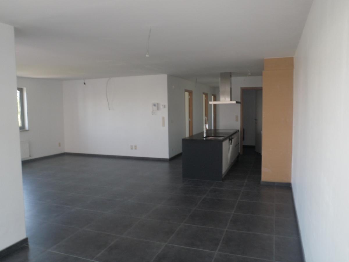 ideaal 3 slaapkamer appartement autostaanplaats afzonderlijk bij te huren start slideshow vergroot foto